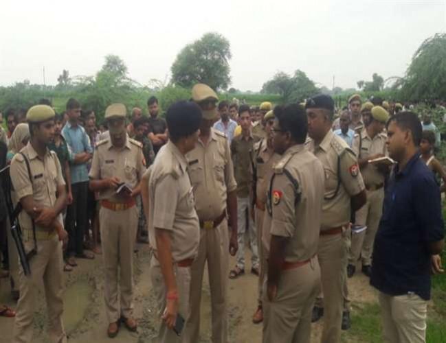 जिला फीरोजाबाद में एक्सप्रेस वे पर एसी बस पलटी, डेढ़ दर्जन घायल