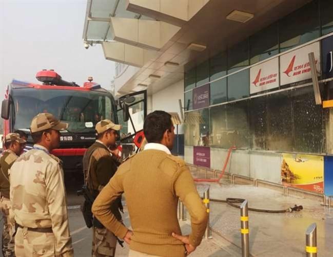 जिला वाराणसी के बाबतपुर एयरपोर्ट पर एयर इंडिया के काउंटर में आग