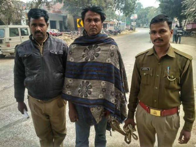 आजमगढ़ में थाना प्रभारी से 20 लाख फिरौती मांगने वाला अपराधी गिरफ्तार