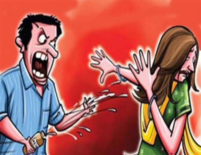जिला हाथरस में मध्य प्रदेश की महिला से पति के सामने ही किया दुष्कर्म