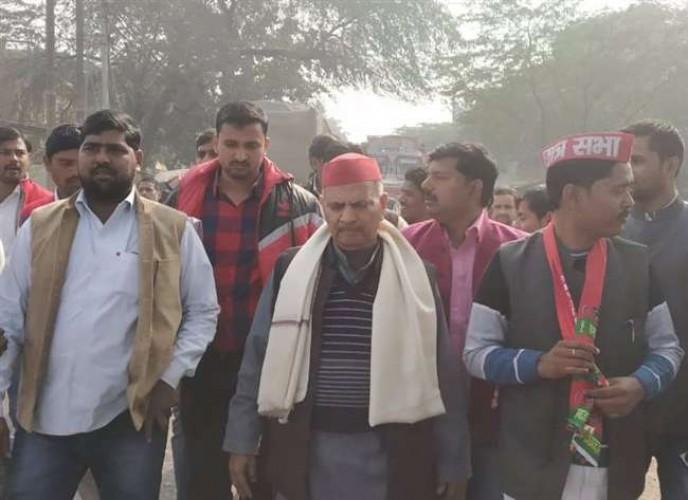 एमएलसी नरेश उत्तम ने कहा भाजपा की सरकार में माफिया की बालू महंगी और किसान का आलू सस्ता