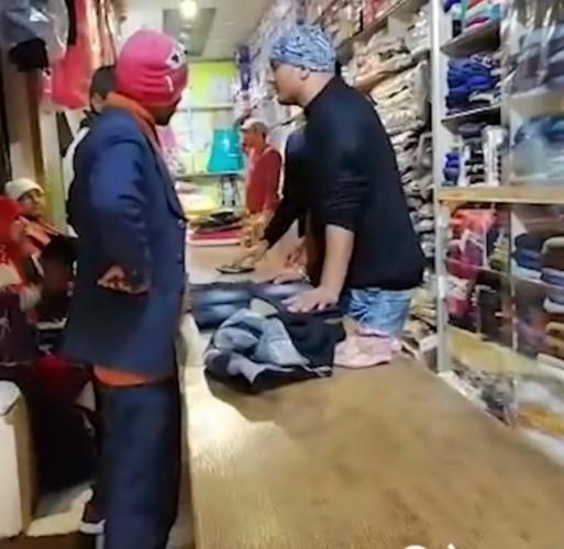 मथुरा मैं कड़ाके की ठंड के बावजूद गर्म कपड़ों का बाजार सर्द