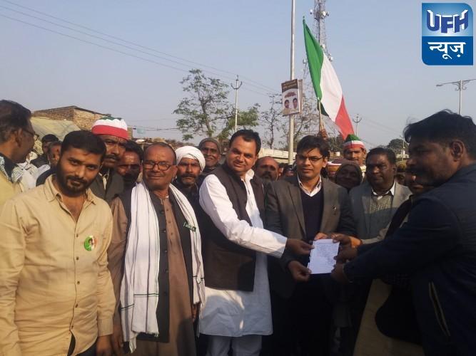 लखनऊ से सुल्तानपुर के गंगा गंज से नगराम को जोड़ने वाले मार्ग का नवीनीकरण करने  के लिए किसान मजदूर संगठन की पदयात्रा