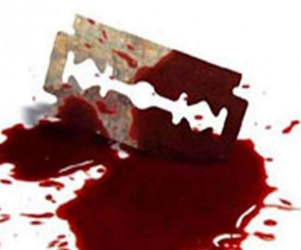 आजमगढ़ मे बालक का गला मफलर से बांध ब्लेड से काटा, गंभीर हालत में बालक अस्पताल में भर्ती