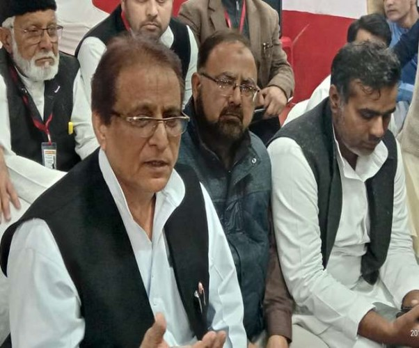 पूर्व मंत्री आजम खान ने मायावती पर टिप्पणी करने वाली भाजपा की नेत्री को पार्टी से निकाले जाने की मांग उठाई