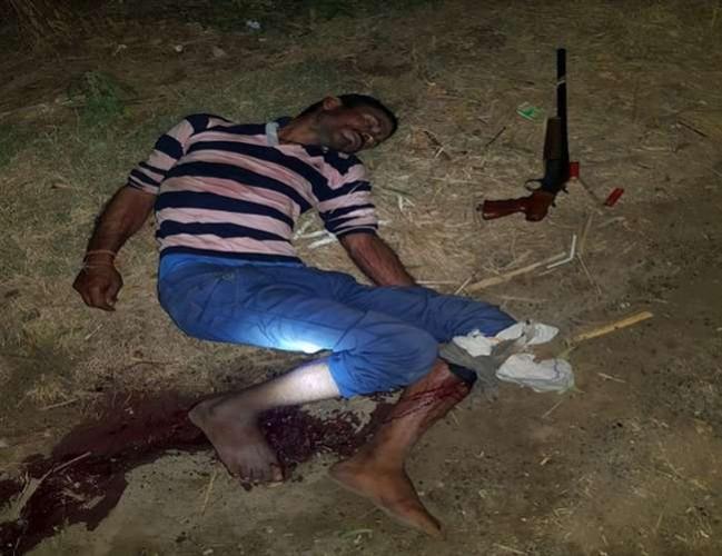 बागपत पुलिस ने पचास हजार का ईनामी बदमाश रामबीर बावरिया को मुठभेड़ में घायल कर दिया