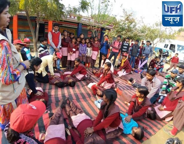 राष्ट्रीय सेवा योजना की टैगोर इकाई के सात दिवसीय विशेष शिविर के पांचवे दिन बसंत पंजमी के शुभअवसर पर सरस्वती पूजन किया और छात्राओं द्वारा सरस्वती वंदना प्रस्तुत की गई