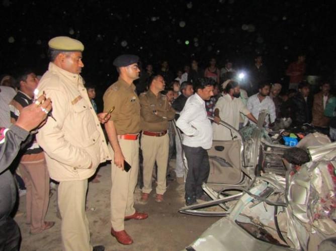 घाटमपुर में कानपुर-सागर राजमार्ग में सड़क हादसे में हावड़ा एसीपी के माता-पिता समेत पांच की मौत