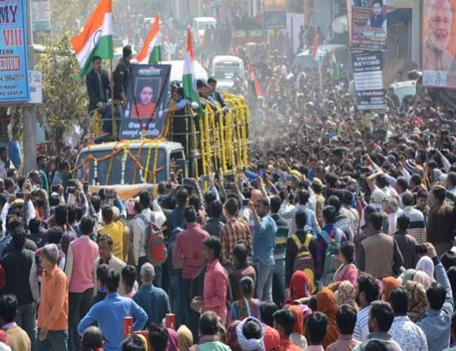 कानपुर में कश्मीर के बडग़ाम में शहीद दीपक पाण्डेय के अंतिम दर्शन को उमड़ा जनसैलाब