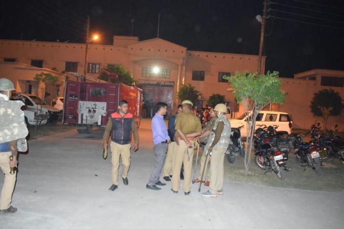 जिला आजमगढ़ जेल में दो बंदी गुटों में खूनी संघर्ष, देर रात तक झड़प में कई लोग घायल