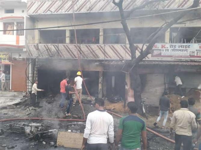 जिला आजमगढ़ में पटाखा की दुकान में भीषण आग, सात लोगों की मौत, कई घायल