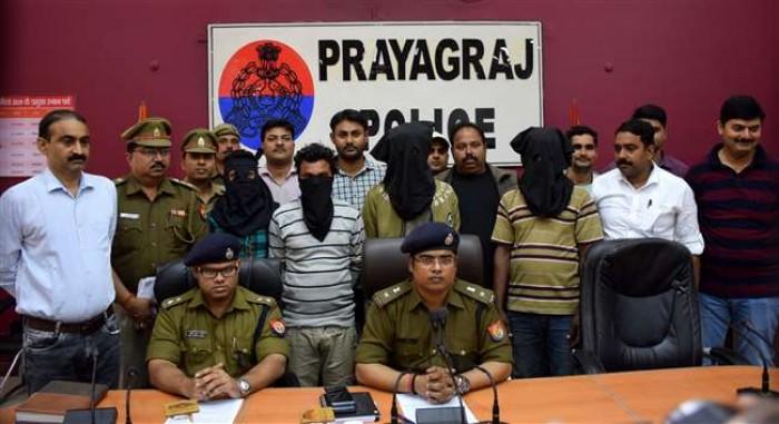 प्रयागराज मे बैट्री चोरों से पुलिस की मुठभेड़, सरगना को गोली लगी व पांच गिरफ्तार
