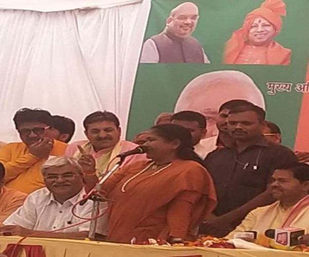 फीरोजाबाद में केंद्रीय मंत्री बोलीं, चौकीदार है तभी जीजा की चोरी पकड़ी गई