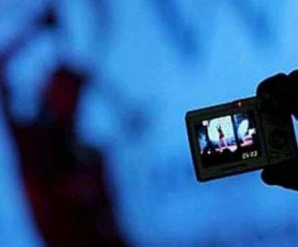 पहले युवती की अश्लील फोटो बना दी वायरल करने की धमकी, मांगे 10 लाख रुपये