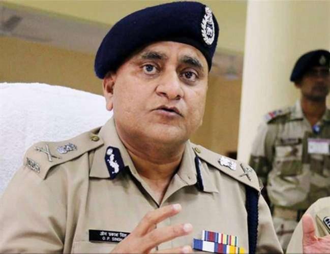 पुलिस महानिदेशक ओपी सिंह की कार लखनऊ-कानपुर हाईवे पर टायर पंचर होने पर पलटते बची