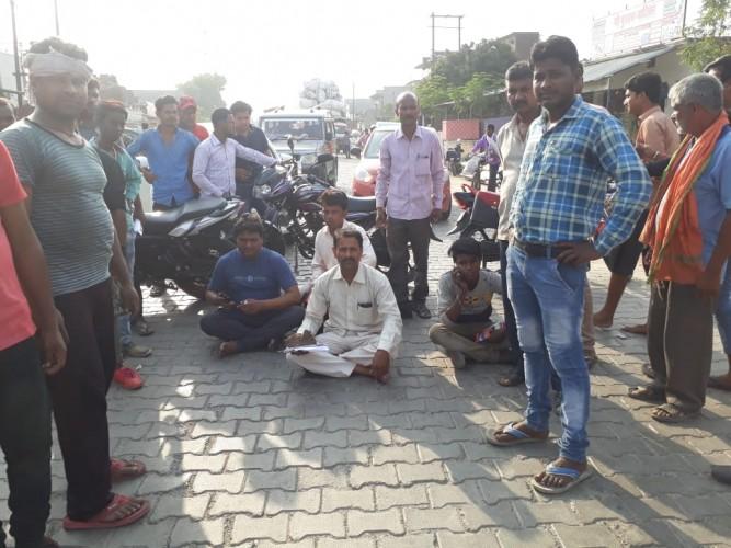 परतावल पंजाब नेशनल बैंक में कर्मचारियों के लापरवाही के कारण से ग्राहक हो रहे परेशान