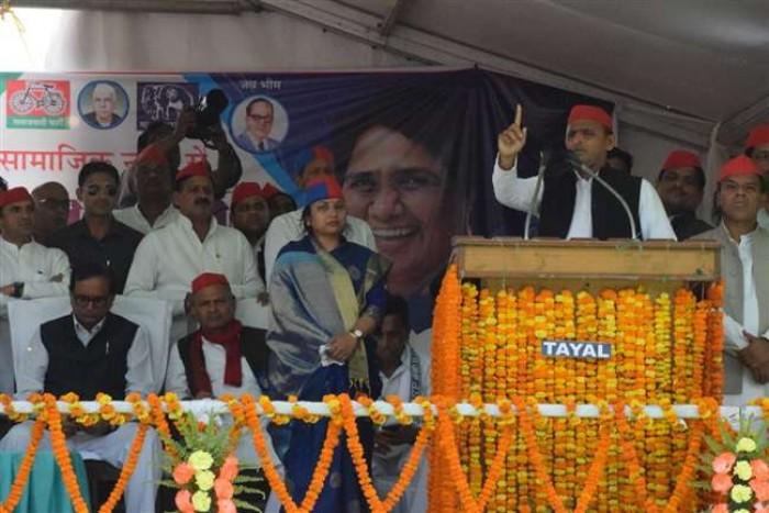 जिला आजमगढ़ में बोले अखिलेश नया भारत तभी बनेगा जब देश में नया प्रधानमंत्री होगा