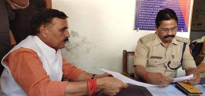 कौशांबी के सांसद व भाजपा प्रत्याशी विनोद सोनकर को धमकी जनसत्ता दल के अज्ञात कार्यकर्ताओं पर रिपोर्ट