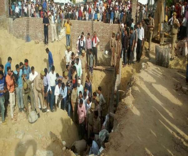 फीरोजाबाद में मिट्टी की ढाय गिरने से पांच मजदूर दबे, चार की मौत की आशंका