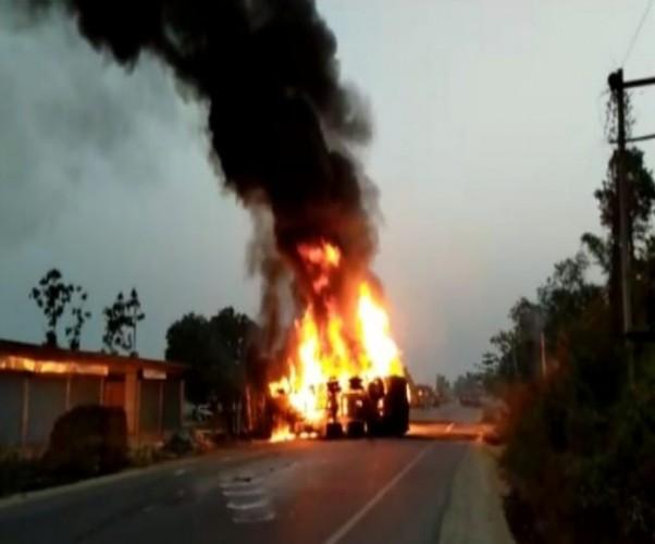 कन्नौज जिले में झोपड़ी में आग लगने से एक के बाद एक हुए कई धमाके, दहल उठा गांव