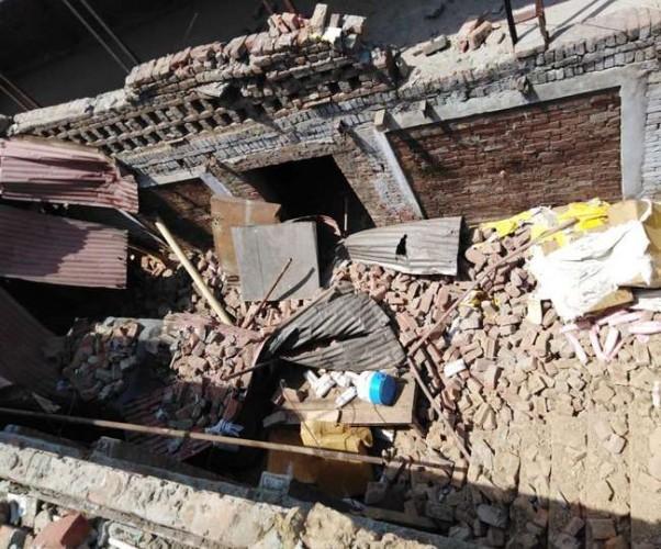 मेरठ के सरधना में धमाके के बाद उड़ी घर की छत, महिला की मौत ;चार घायल