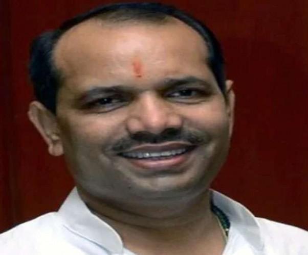 विधायक राकेश सिंह पर होगी दलबदल की कार्रवाई, कांग्रेस ने विधानसभा अध्यक्ष को सौंपा पत्र
