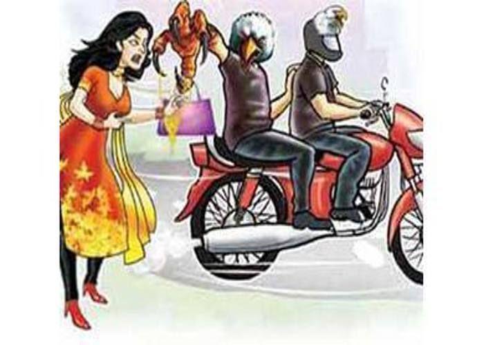 आलमबाग थाना क्षेत्र मे बाइक सवार लुटेरे  आटो से जा रही महिला का पर्स छीनकर हुए फरार