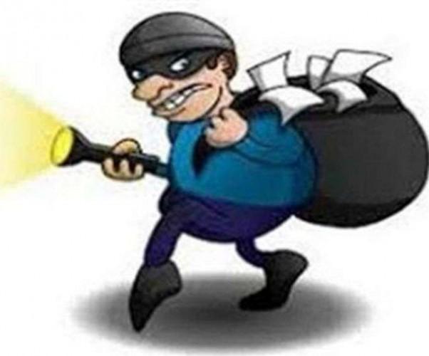 राजधानी में सीसी कैमरे में कैद हुआ ऐसा चोर, जो करता था सिर्फ हेलमेट की चोरी
