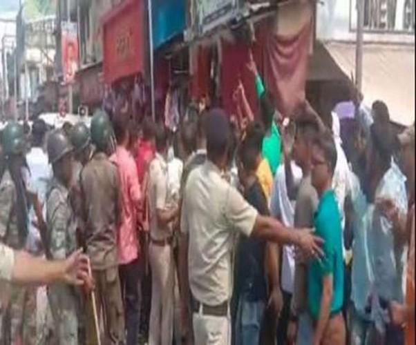 बंगाल में 'जय श्रीराम' के नारे लगाने वालों पर बरसीं लाठियां, भाजपा कार्यकर्ताओं ने ट्रेन रोककर किया प्रदर्शन