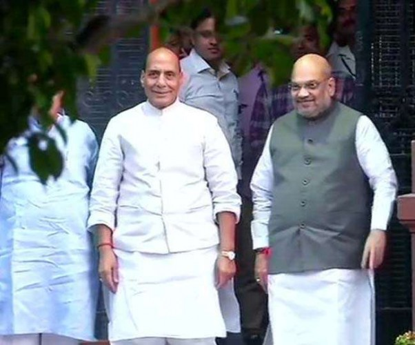 आमित शाह ने गृह मंत्री और राजनाथ सिंह ने रक्षा मंत्री का संभाला पदभार