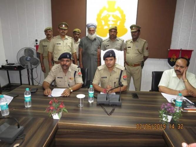 मथुरा के थाना वृंदावन में आबकारी टीम द्वारा 40 लाख रुपये की देशी शराब तथा 1 शातिर अभियुक्त को किया गिरफ्तार