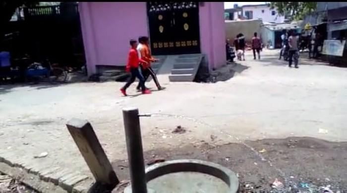 जल निगम विभाग की घोर लापरवाही सड़कों पर बह रहा पेयजल