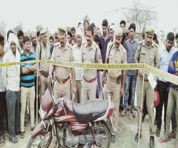 फीरोजाबाद में स्कूल परिसर में युवक की हत्या, लाश के पास मिला लोडेड तमंचा