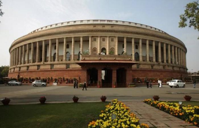लोकसभा के पहले सत्र के दूसरे दिन भी शपथ ग्रहण जारी, अलग-अलग नारों से गूंजी संसद