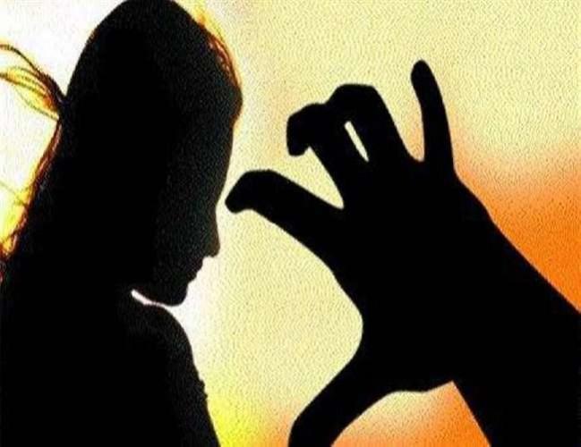 जिला झांसी में चचेरे भतीजे ने दोस्तों के साथ मिलकर दो चाची से किया सामूहिक दुष्कर्म, गिरफ्तार