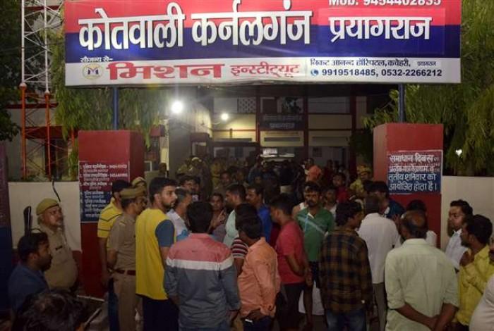 कर्नलगंज थाना क्षेत्र के कटरा बाजार में हिस्ट्रीशीटर विद्वान यादव की गोली मारकर हत्या