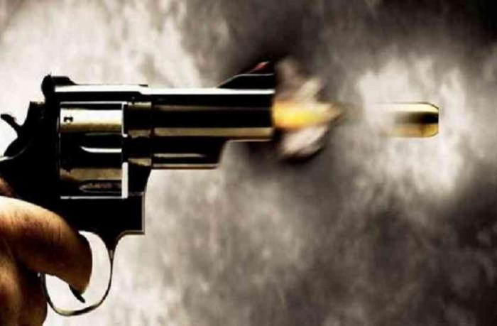 सोरांव थाना क्षेत्र के महाविद्यालय परिसर में कर्मचारी की गोली मारकर हत्या