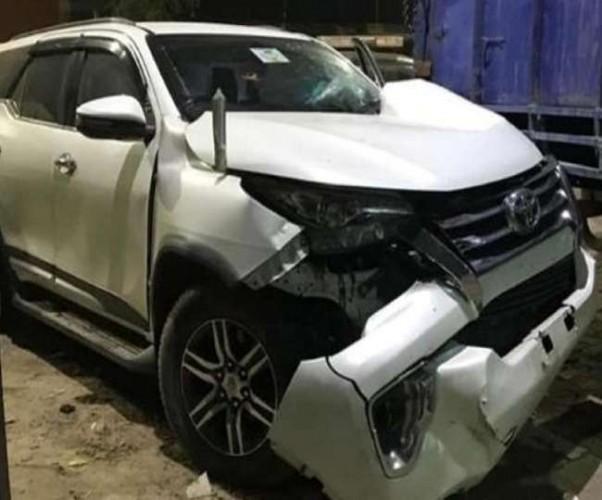 नौतनवां विधायक अमनमणि की कार को टवेरा ने मारी टक्कर, विधायक समेत चार घायल