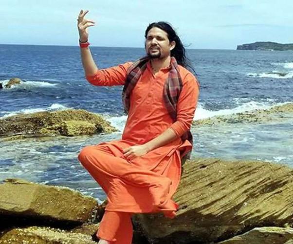 आनंद गिरि के जल्द भारत लौटने पर असमंजस, सिडनी कोर्ट में अभी राहत अर्जी लंबित