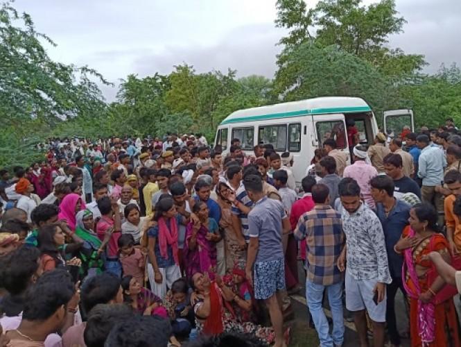 जिला औरैया में ट्रक की टक्कर से ऑटो सवार पांच शिक्षकों समेत 8 लोगों की मौत, मचा कोहराम