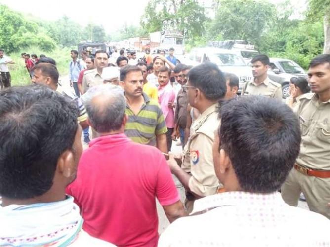 प्रयागराज मे प्रतियोगी छात्र की गोली मारकर हत्या, प्रयागराज-लखनऊ राजमार्ग पर रास्ताजाम किया