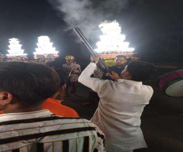 आगरा के भाजयुमो नेता ने टूंडला में किया 'तमंचे पर डिस्को', वीडियो वायरल