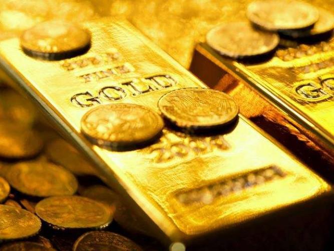 वाराणसी के बाबतपुर एयरपोर्ट पर तीन विमान यात्रियों के पास से लाखों का सोना बरामद