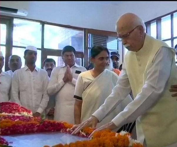 शीला दीक्षित के अंतिम दर्शन के लिए उमड़ा जनसैलाब, दोपहर बाद अंतिम संस्कार