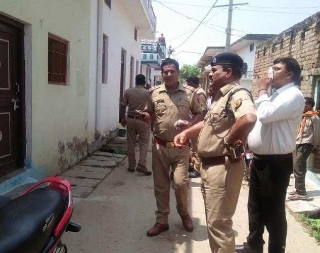 हमीरपुर के राठ कस्बे में मासूम बेटे की हत्या के बाद पति-पत्नी ने लगा ली फांसी