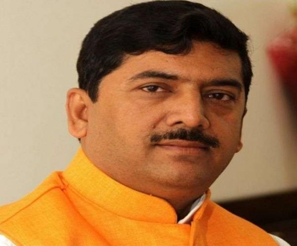 BJP के पूर्व सांसद को कार्यक्रम में जाने से रोका- दो पक्षों में मारपीट, 'जूताकांड' से आए थे चर्चा में