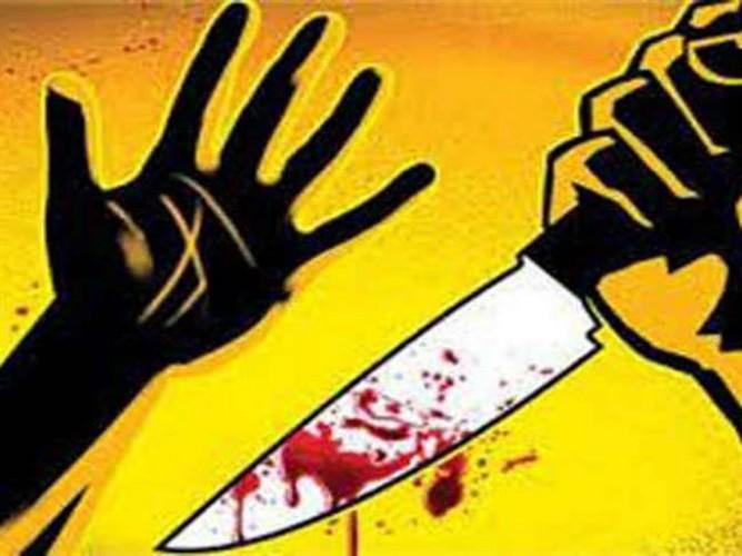 कन्नोज मे घर में घुसे बदमाश ले जा रहे थे सामान, टोकने पर वृद्धा के गले में मारी चाकू