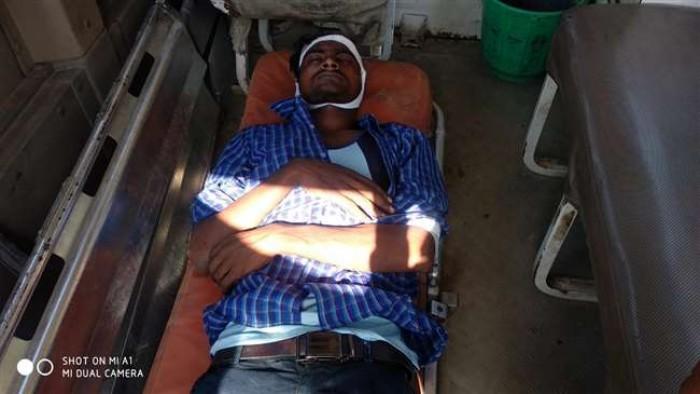 गाजीपुर मे आरपीएफ के जवानों ने सद्भावना एक्सप्रेस से युवक को चलती ट्रेन से फेंका, अस्पताल में भर्ती