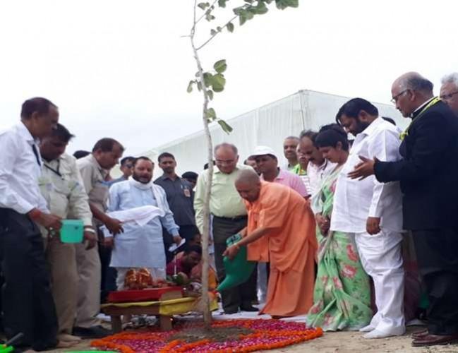 CM आदित्यनाथ ने कहा- प्रकृति का अनमोल वरदान होंगे 22 करोड़ पौधे, लें पल-पल की जानकारी