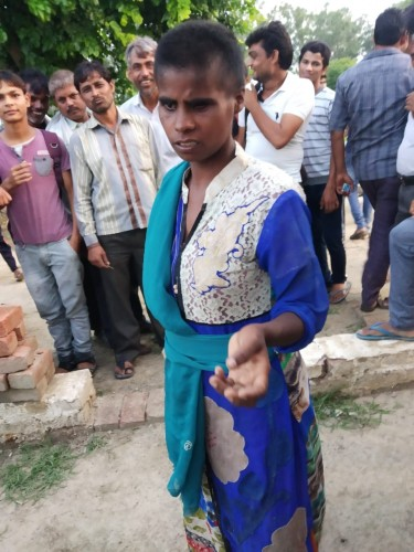 छटीकरा से पकड़ी बंगाली महिला पर बच्चे उठाने का आरोप, पुलिस को सौंपा